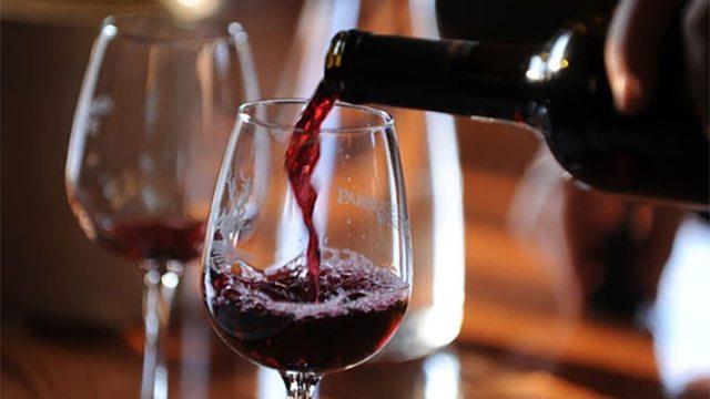 Wein und Tapas auf dem Gipfel