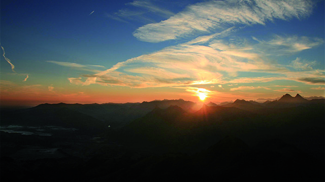 Lever du soleil au sommet
