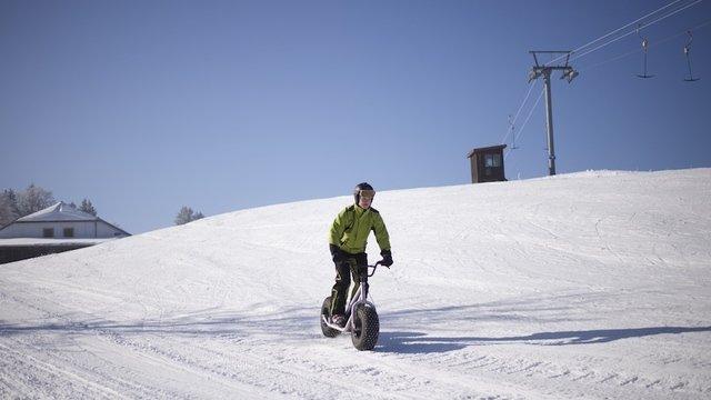 Trottinette XL sur neige